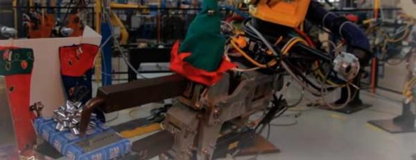 Les robots de General Motors préparent Noël