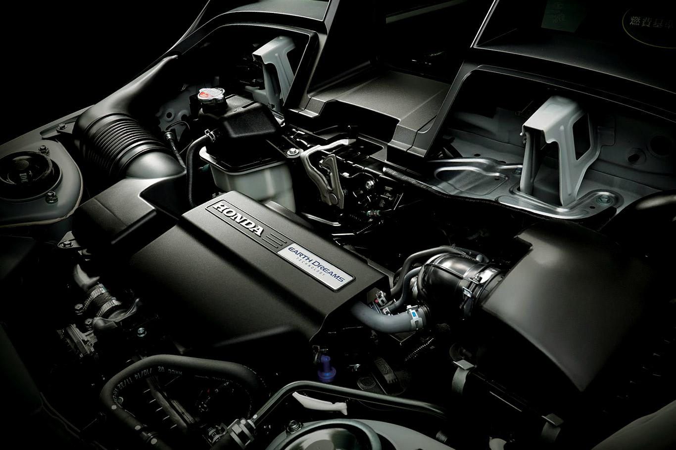 Honda S660 - rear engine under the hood / sous le capot moteur arrière