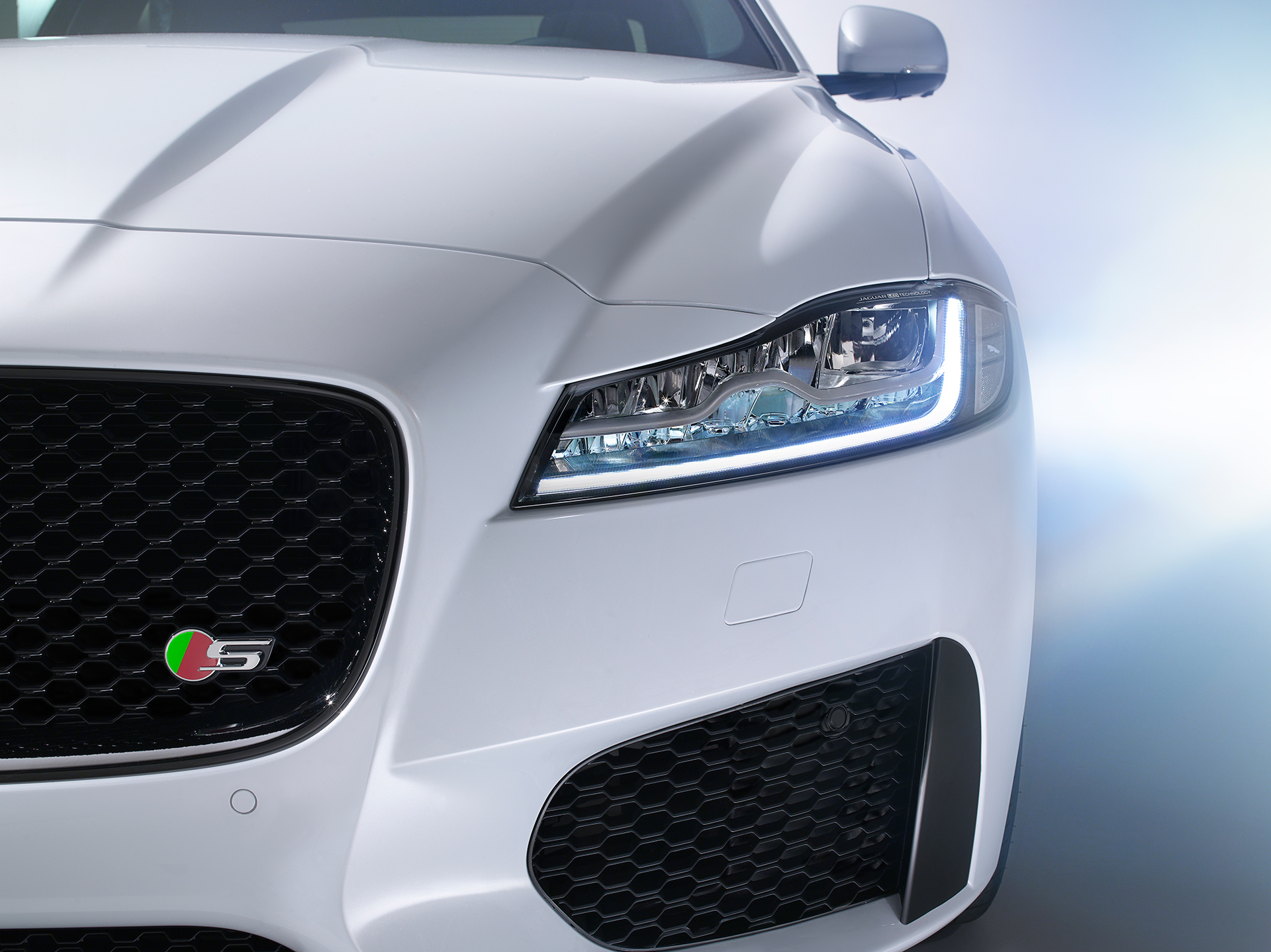 Jaguar XF - 2015 - optique full LED avant