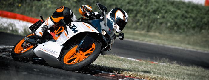 KTM 390 RC 2014 sur piste