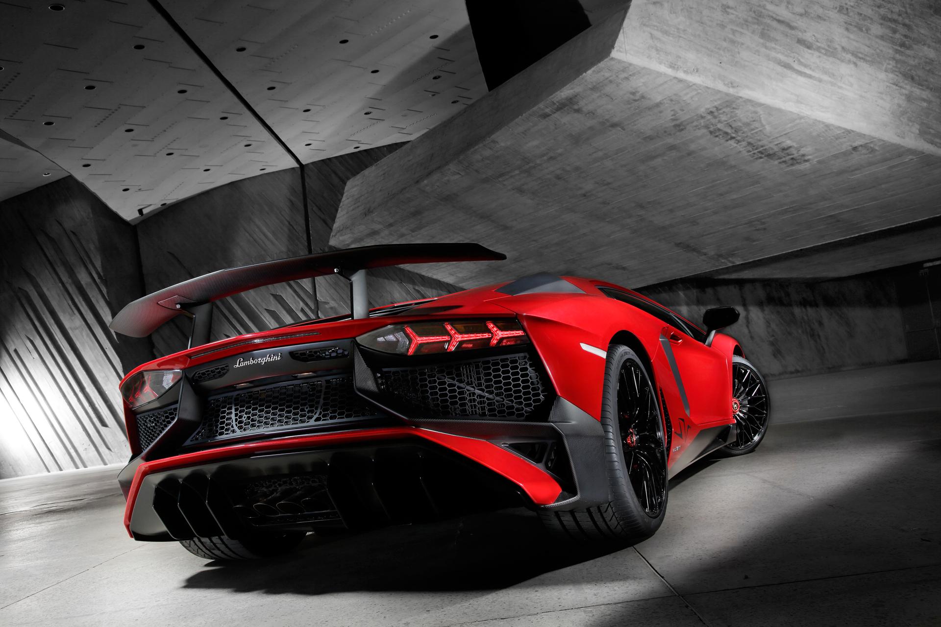 Lamborghini LP750-4 Superveloce - profil arrière