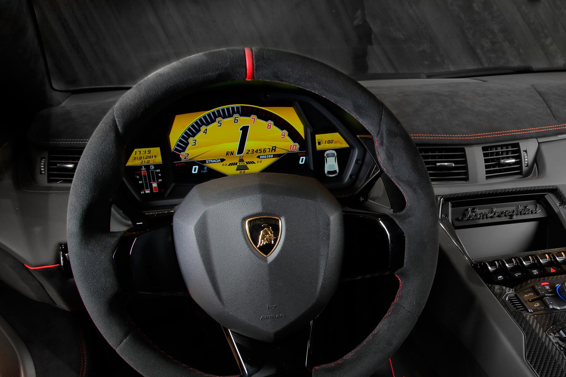 Lamborghini LP750-4 Superveloce - volant