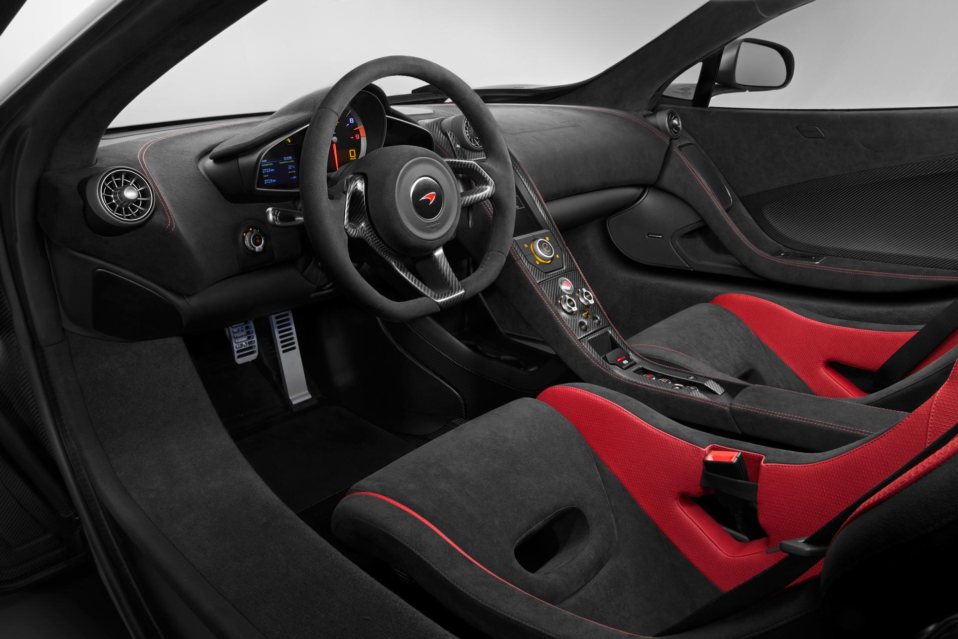McLaren 675LT - volant intérieur