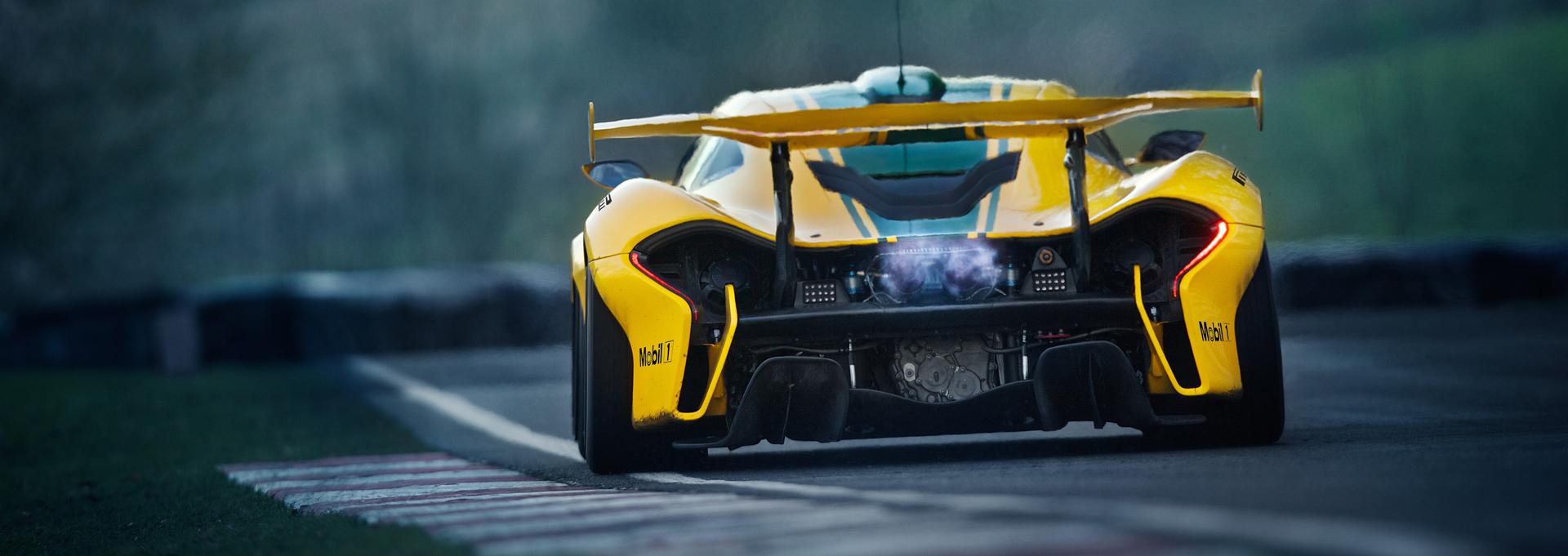 McLaren P1 GTR - photo sur circuit Cadwell - 2015 - arrière