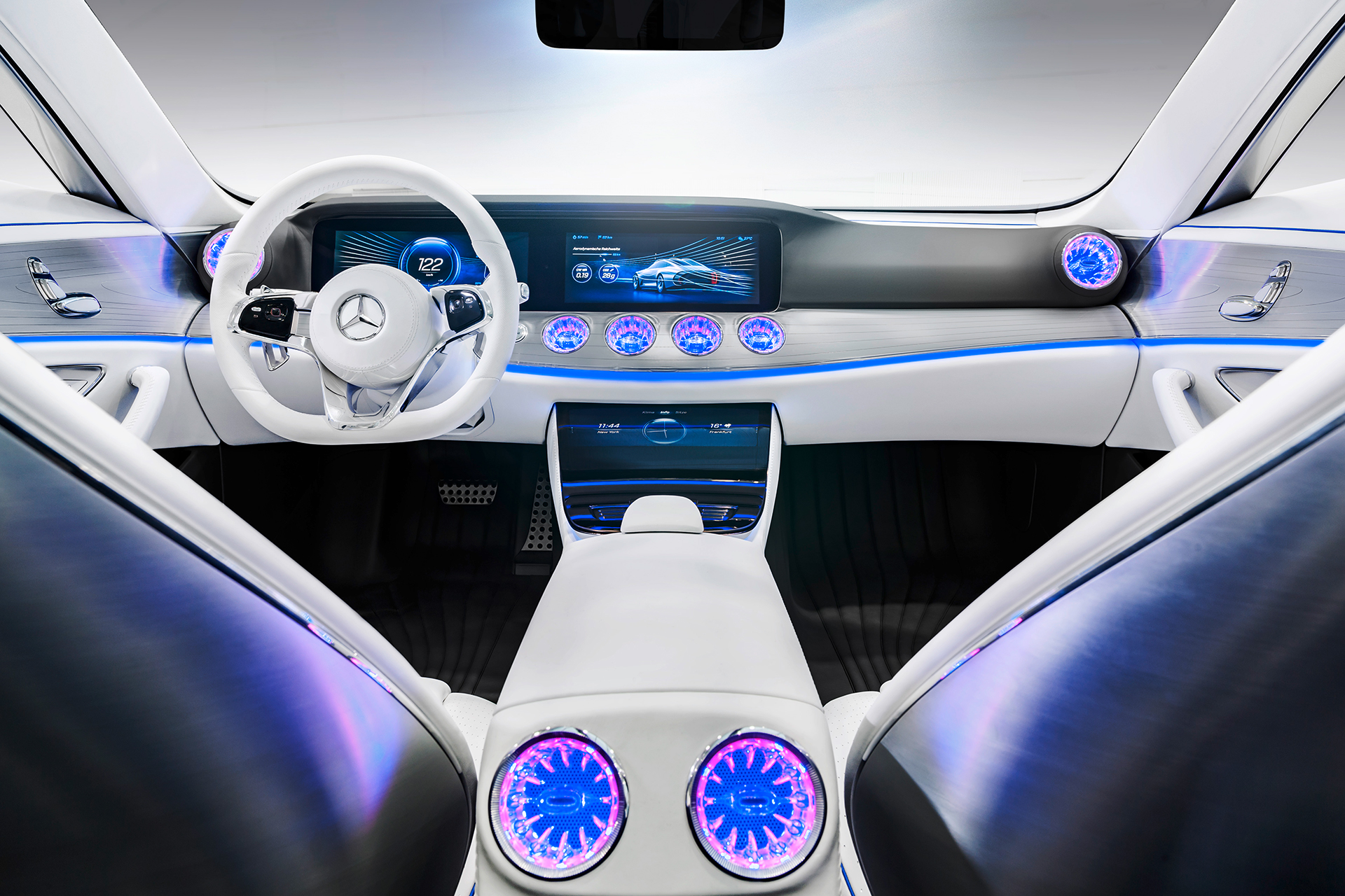 Mercedes-Benz Concept IAA - driving wheel / volant