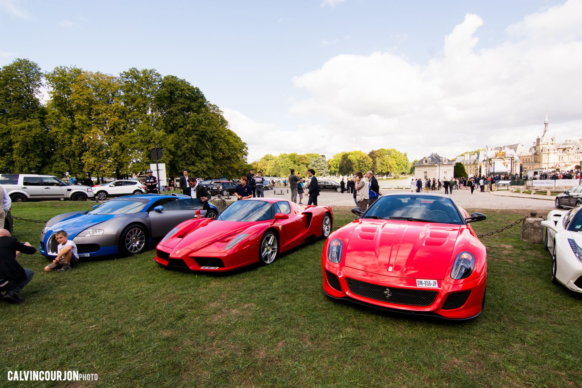 parking Bugatti, Ferrari - Chantilly 2015 – photo Calvin Courjon