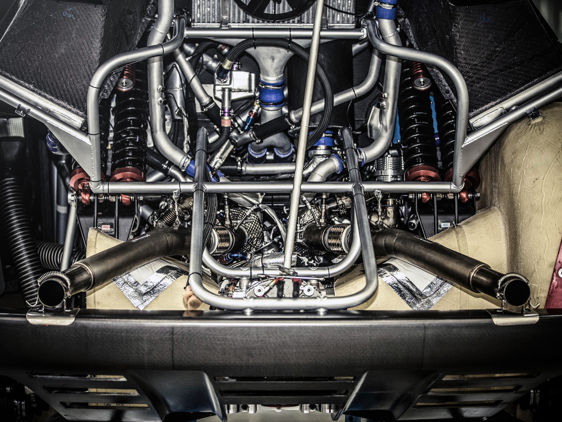 Peugeot 2008 DKR 2015 - under the hood / sous la capot