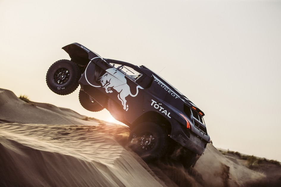 Peugeot 2008 DKR16 - sand and sun