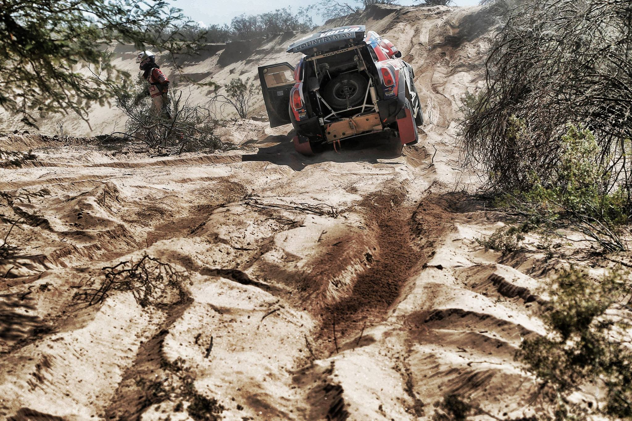 road far away - Dakar 2016 - photo by A Lavadinho - A Vialatte